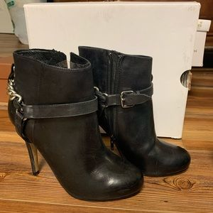 Aldo booties with chain trap